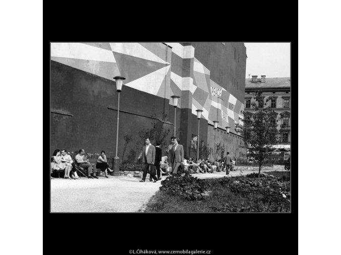 Pohled na park na Příkopech (774-2), Praha 1960 červenec, černobílý obraz, stará fotografie, prodej