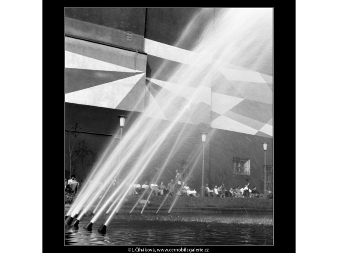 Vodotrysk (774-6), Praha 1960 červenec, černobílý obraz, stará fotografie, prodej