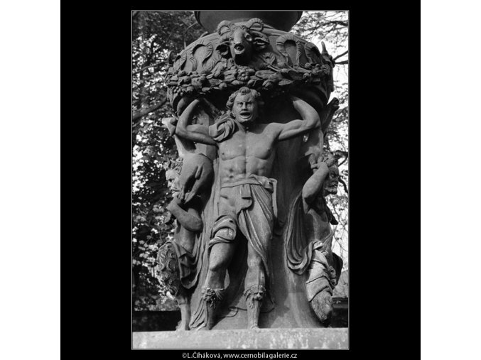 Fontána v královské zahradě (948-1), Praha 1960 říjen, černobílý obraz, stará fotografie, prodej