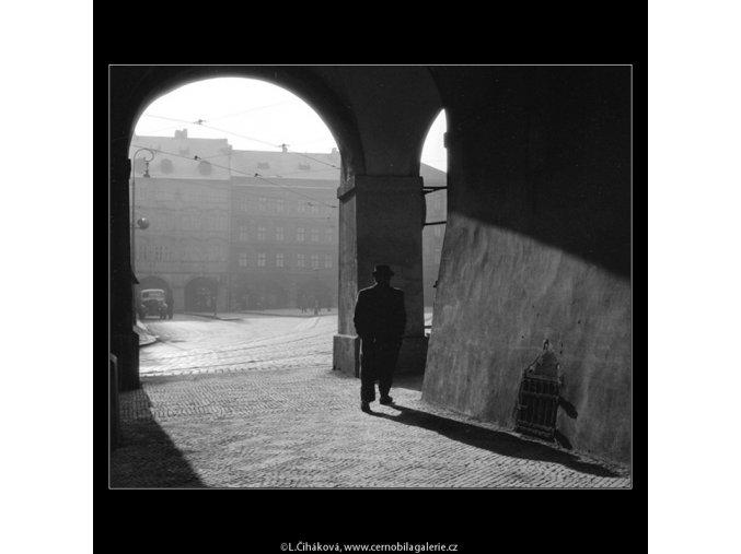 Podloubí (914-1), Praha 1959 , černobílý obraz, stará fotografie, prodej