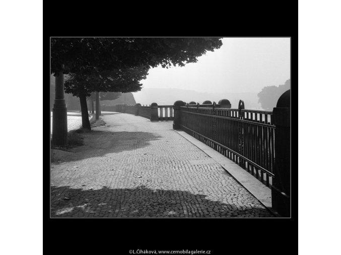 Nábřeží u Vyšehradského tunelu (895-1), Praha 1960 září, černobílý obraz, stará fotografie, prodej