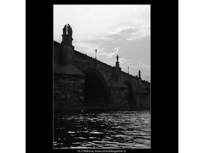Karlův most od vody (892-2), Praha 1960 září, černobílý obraz, stará fotografie, prodej