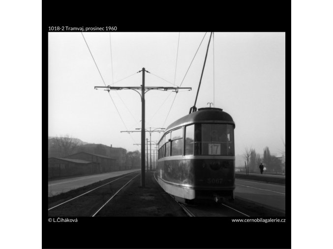 Tramvaj (1018-2), žánry - Praha 1960 prosinec, černobílý obraz, stará fotografie, prodej