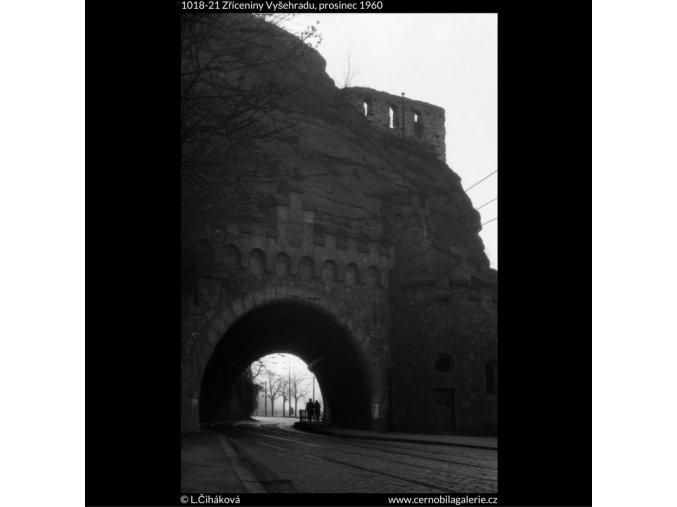 Zříceniny Vyšehradu (1018-21), žánry - Praha 1960 prosinec, černobílý obraz, stará fotografie, prodej