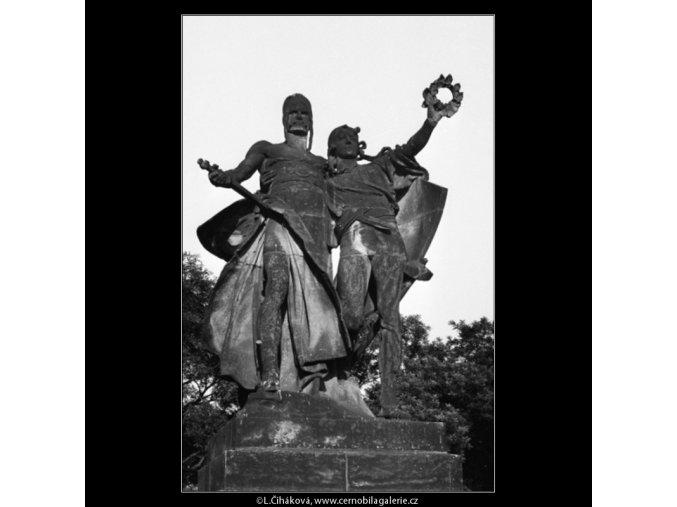 Sousoší J.V.Myslbeka (1171-4), Praha 1961 červen, černobílý obraz, stará fotografie, prodej