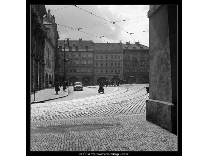 Malostranské náměstí (1114-1), Praha 1961 duben, černobílý obraz, stará fotografie, prodej