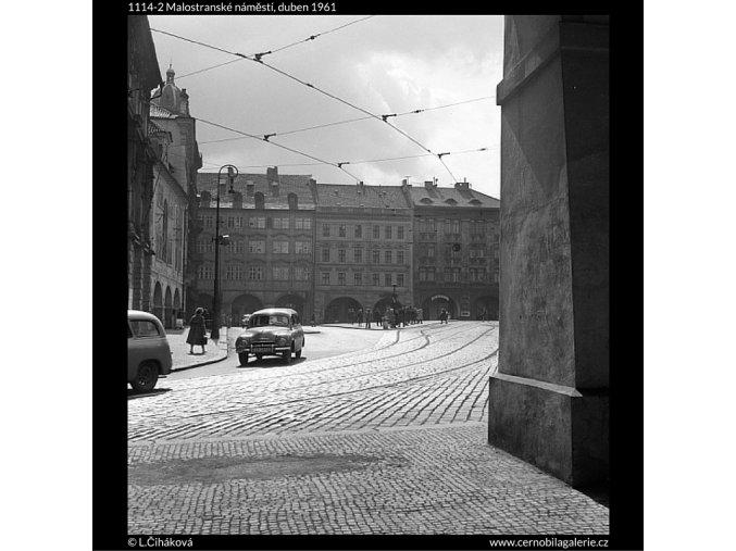 Malostranské náměstí (1114-2), Praha 1961 duben, černobílý obraz, stará fotografie, prodej