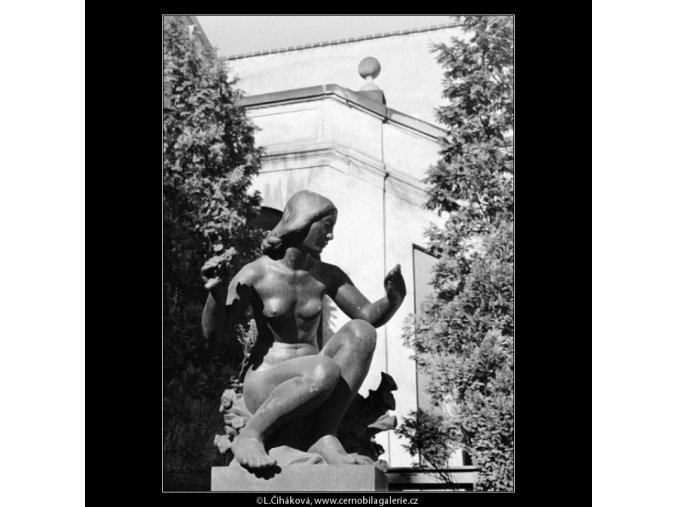 Socha z Ledeburské zahrady (1298-5), Praha 1961 , černobílý obraz, stará fotografie, prodej
