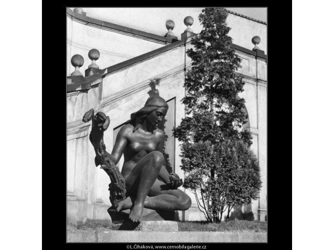 Socha z Ledeburské zahrady (1298-6), Praha 1961 , černobílý obraz, stará fotografie, prodej