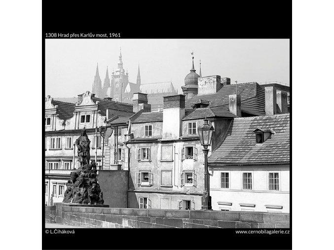 Hrad přes Karlův most (1308), Praha 1961 , černobílý obraz, stará fotografie, prodej
