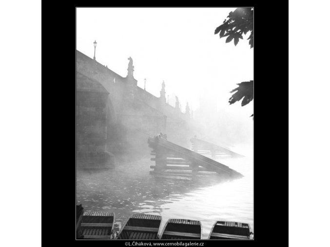 Karlův most v mlze (1314-6), Praha 1961 září, černobílý obraz, stará fotografie, prodej