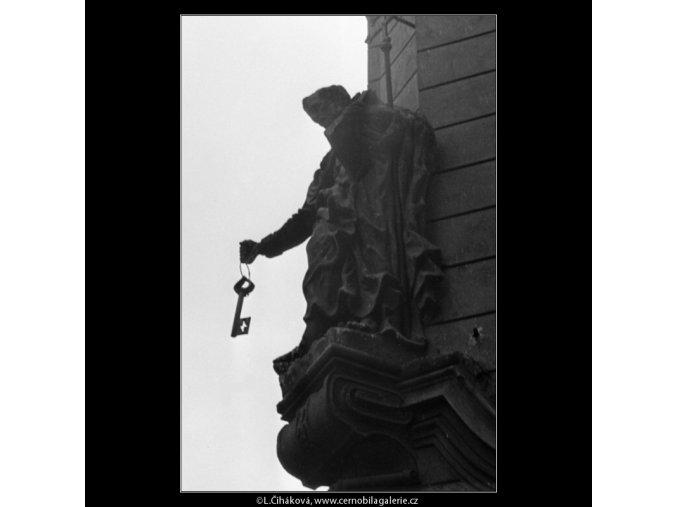 Socha sv.Petra s klíčem (1352), Praha 1960 , černobílý obraz, stará fotografie, prodej