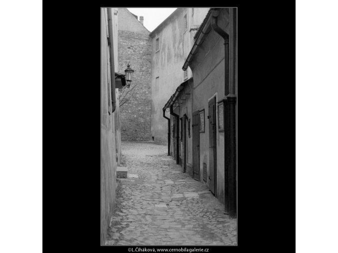 Zlatá ulička (1368-1), Praha 1961 listopad, černobílý obraz, stará fotografie, prodej