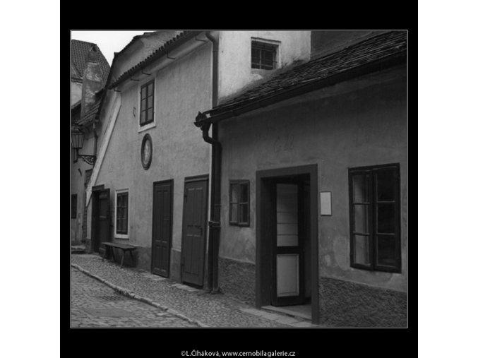 Zlatá ulička (1368-5), Praha 1961 listopad, černobílý obraz, stará fotografie, prodej