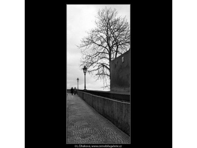 Ulice Ke Hradu (1384-1), Praha 1962 leden, černobílý obraz, stará fotografie, prodej
