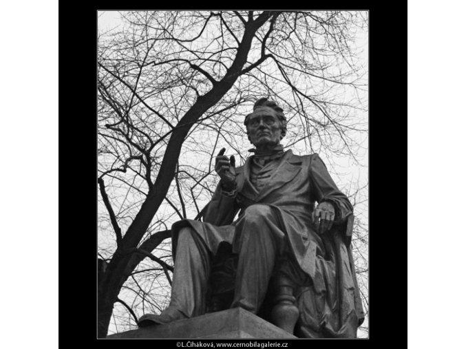 Pomník J.E.Purkyně (1416-1), Praha 1962 leden, černobílý obraz, stará fotografie, prodej