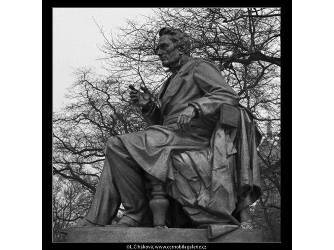Pomník J.E.Purkyně (1416-2), Praha 1962 leden, černobílý obraz, stará fotografie, prodej