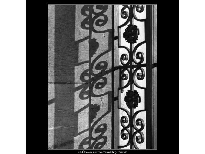 Mříž a stín (1444), Praha 1962 leden, černobílý obraz, stará fotografie, prodej