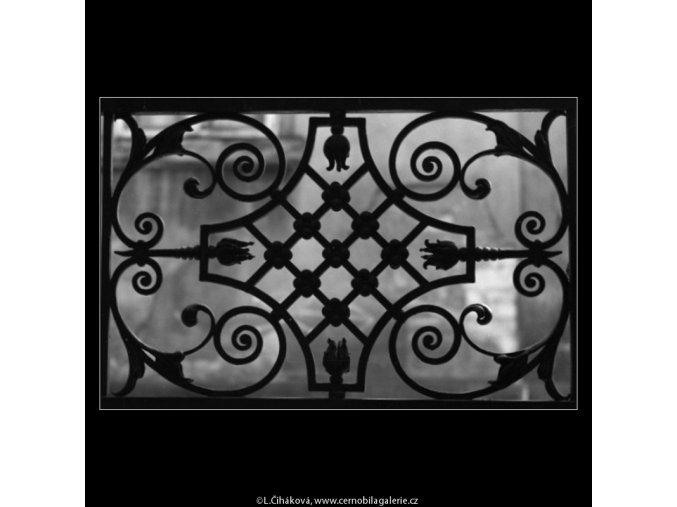 Detail mříže dveří (1475), Praha 1962 únor, černobílý obraz, stará fotografie, prodej