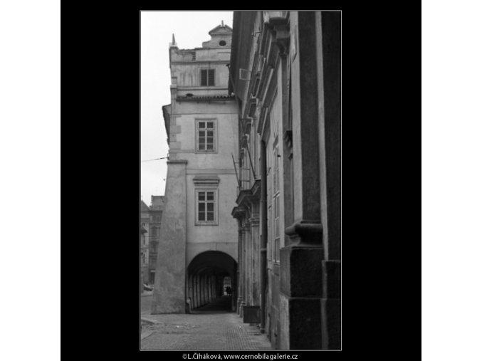 Z Malostranského náměstí (1598), Praha 1962 duben, černobílý obraz, stará fotografie, prodej