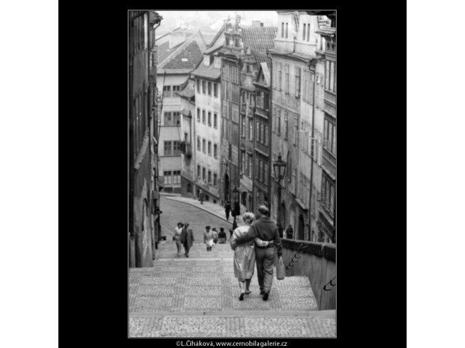 Na zámeckých schodech (1688), Praha 1962 červenec, černobílý obraz, stará fotografie, prodej