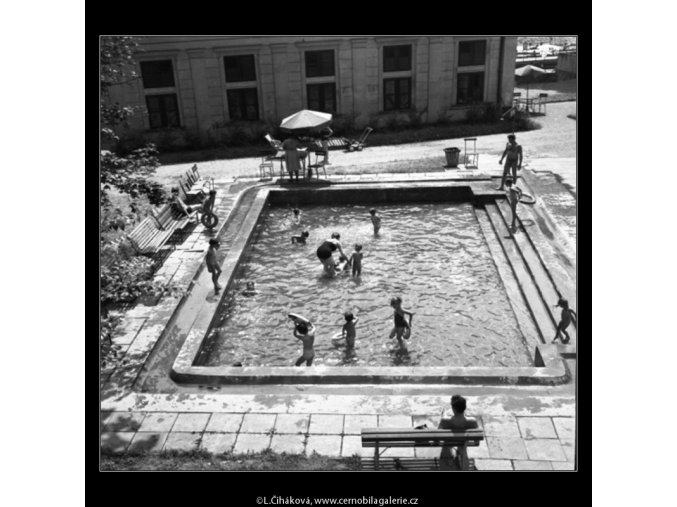 Na plovárně (1447), žánry - Praha 1961 , černobílý obraz, stará fotografie, prodej