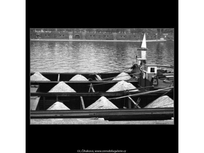Lodě s pískem (1608), žánry - Praha 1962 květen, černobílý obraz, stará fotografie, prodej