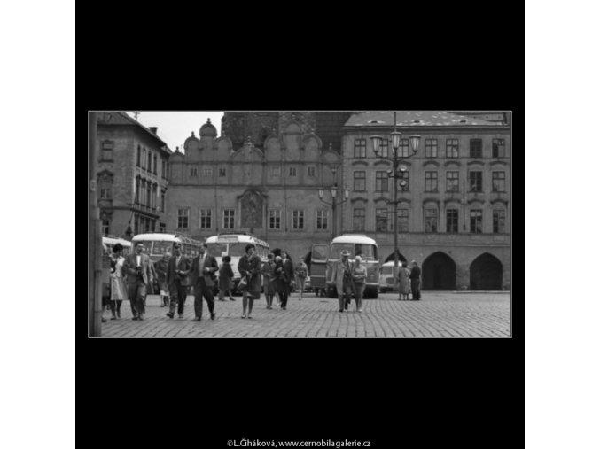 Turisté (1632-2), žánry - Praha 1962 květen, černobílý obraz, stará fotografie, prodej