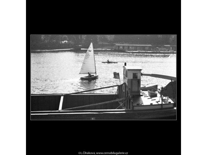 Loď s pískem a plachetka (1682), žánry - Praha 1962 červen, černobílý obraz, stará fotografie, prodej