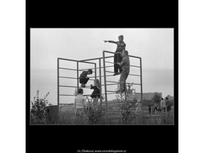 Děti v parčíku (1835), žánry - Praha 1962 , černobílý obraz, stará fotografie, prodej
