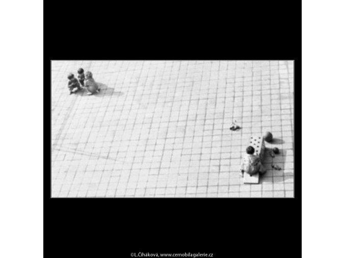 Děti v jeslích (1879-1), žánry - Praha 1962 říjen, černobílý obraz, stará fotografie, prodej
