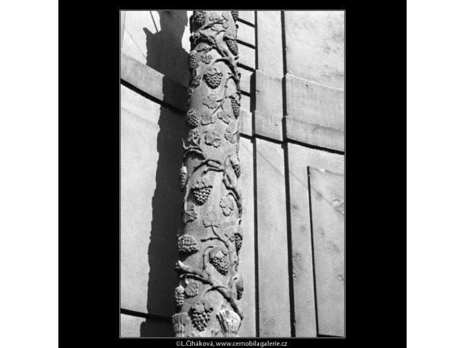 Vinařský sloup se sochou sv.Václava (1899), Praha 1962 , černobílý obraz, stará fotografie, prodej