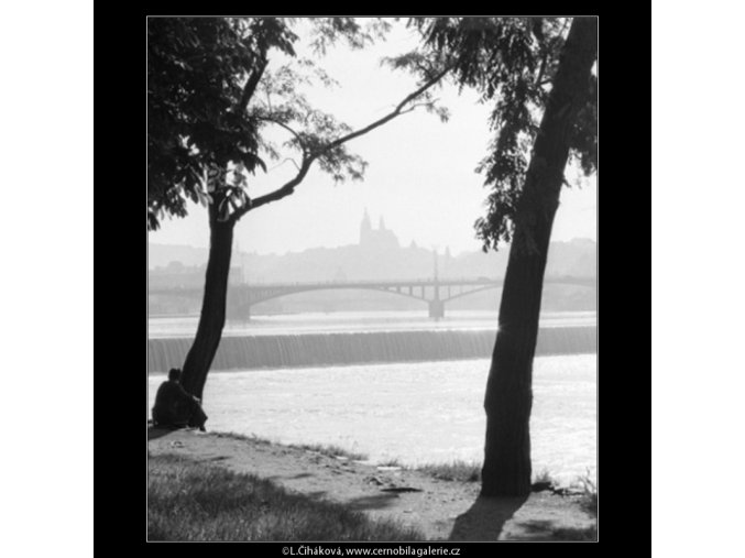 Hradčany v dálce (1831), Praha 1962 červen, černobílý obraz, stará fotografie, prodej