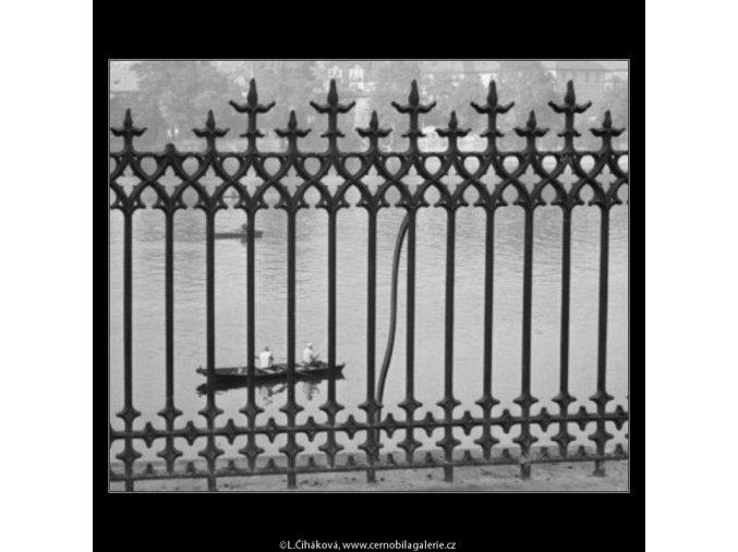 Průhled zábradlím (1968), žánry - Praha 1962 léto, černobílý obraz, stará fotografie, prodej