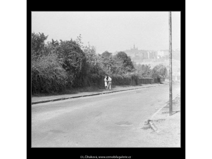 Dvojice v rozhovoru (1816-2), žánry - Praha 1962 září, černobílý obraz, stará fotografie, prodej