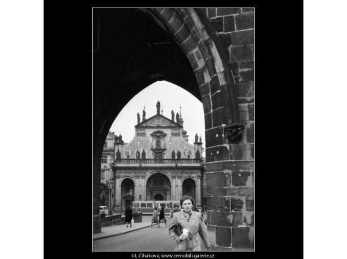 Staroměstskou mosteckou věží (1840), Praha 1962 září, černobílý obraz, stará fotografie, prodej