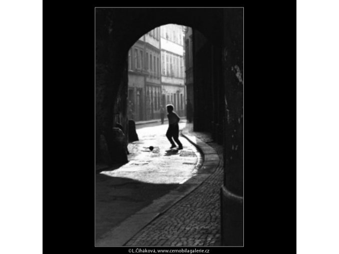 Kluk s míčem (1852), žánry - Praha 1962 říjen, černobílý obraz, stará fotografie, prodej