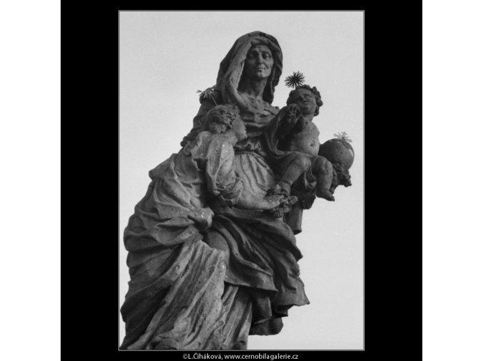 Část sousoší sv.Anny (1955), Praha 1962 prosinec, černobílý obraz, stará fotografie, prodej