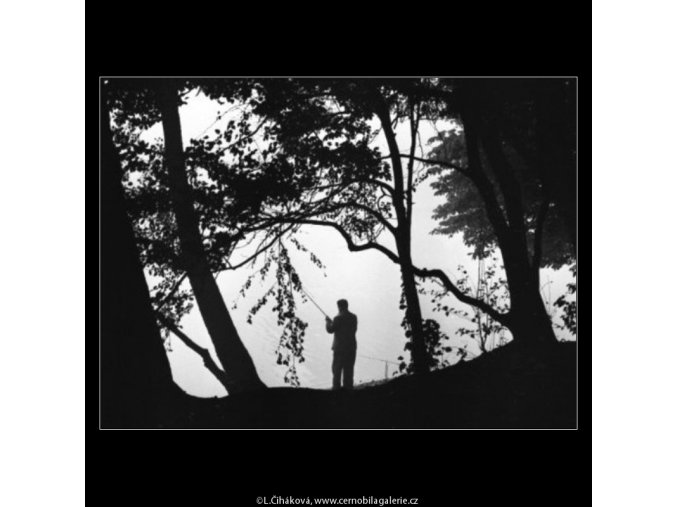 Rybář (1975-3), žánry - Praha 1962 , černobílý obraz, stará fotografie, prodej