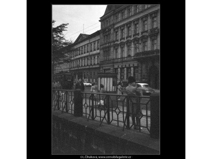 Ruch nábřeží (1839-2), žánry - Praha 1962 září, černobílý obraz, stará fotografie, prodej