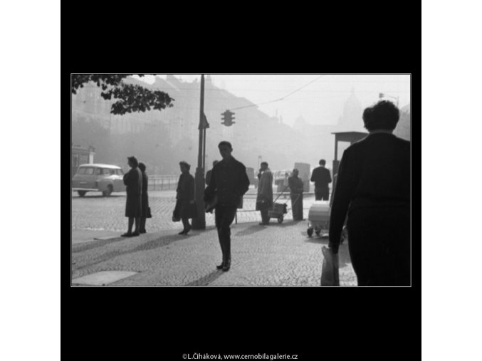 Chodci (1978-1), žánry - Praha 1962 , černobílý obraz, stará fotografie, prodej