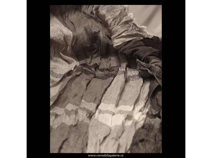 Šála mačkaná šedi