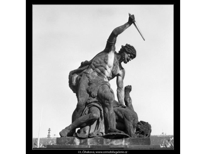 Plastika Pražského Hradu (2019-4), Praha 1963 leden, černobílý obraz, stará fotografie, prodej