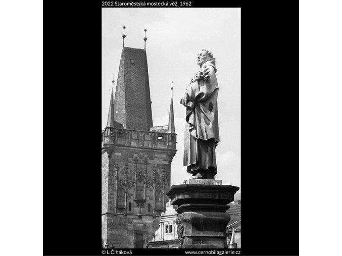 Staroměstská mostecká věž (2022), Praha 1962 , černobílý obraz, stará fotografie, prodej