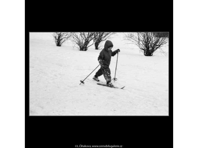 Malý lyžař (2035), žánry - Praha 1963 zima, černobílý obraz, stará fotografie, prodej