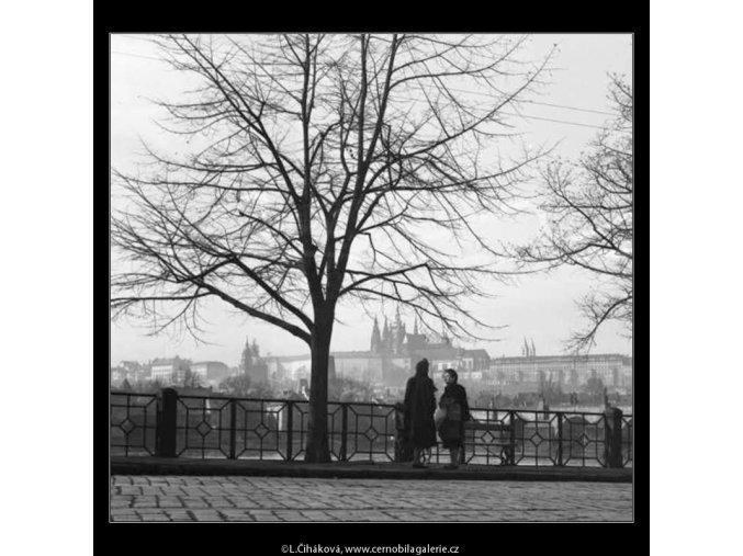 Smetanovo nábřeží (2055-3), žánry - Praha 1963 březen, černobílý obraz, stará fotografie, prodej