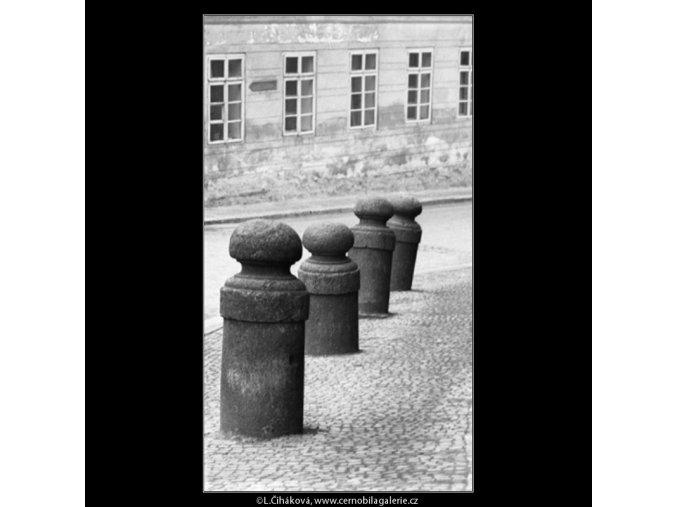 Patníky (2083-2), Praha 1963 duben, černobílý obraz, stará fotografie, prodej