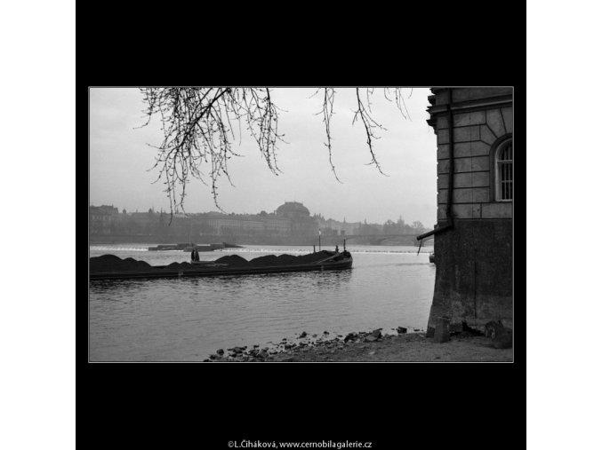 Nákladní loď (2086-3), Praha 1963 duben, černobílý obraz, stará fotografie, prodej