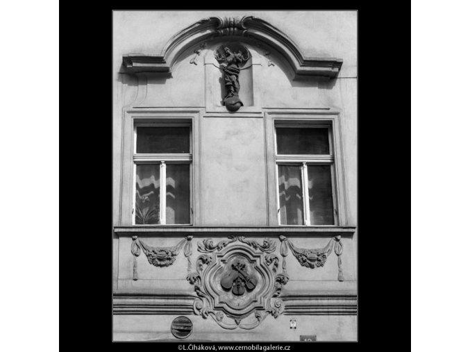 Okna domu U tří housliček (2095-7), Praha 1964 , černobílý obraz, stará fotografie, prodej