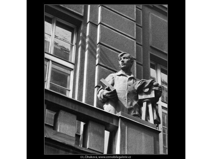 Plastika na domě (2122-1), Praha 1963 , černobílý obraz, stará fotografie, prodej